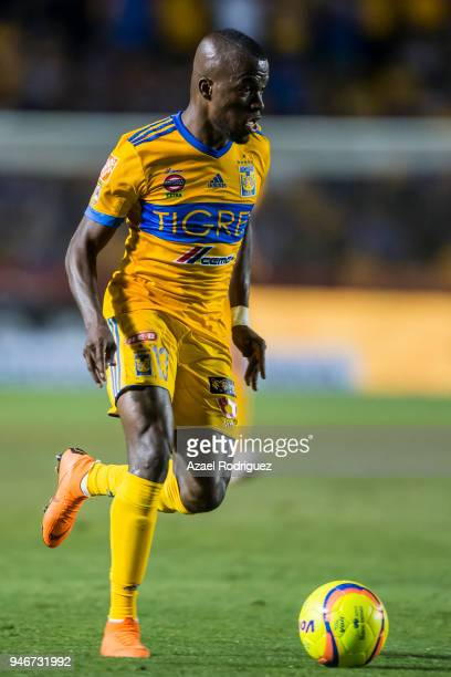 Enner Valencia of Tigres drives the ball during the 15th round match between Tigres UANL and Cruz Azul as part of the Torneo Clausura 2018 Liga MX at...