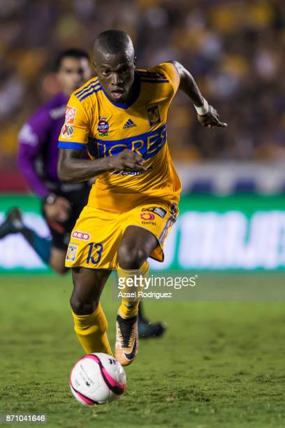 Enner Valencia of Tigres drives the ball during the 16th round match between Tigres UANL and Necaxa as part of the Torneo Apertura 2017 Liga MX at...