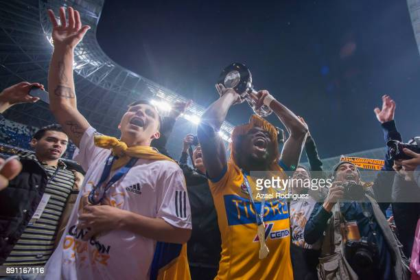 Enner Valencia of Tigres lifts the trophy to celebrate after winning the second leg of the Torneo Apertura 2017 Liga MX final between Monterrey and...