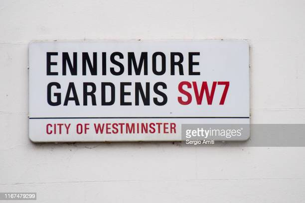 ennismore gardens sign - sergio amiti stock pictures, royalty-free photos & images