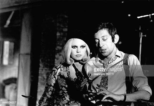 Enregistrement de l'émission télévisée 'Bardot Show' avec Brigitte Bardot et Serge Gainsbourg interpretant 'Bonnie and Clyde' en 1967