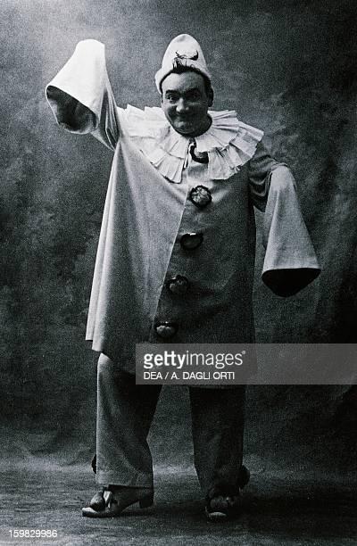 Enrico Caruso , Italian tenor, as Canio in I Pagliacci, by Ruggero Leoncavallo . Photographic portrait, 1910. Milano, Castello Sforzesco Civiche...