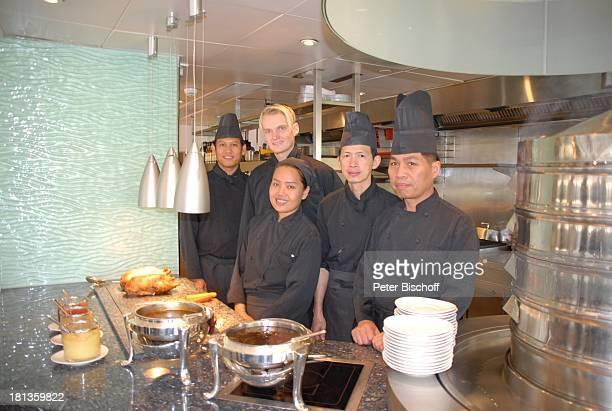 Enrico Ingo Froehnel KüchenBelegschaft Koch Köchin Bangkok Thailand Asien Hotel The Oriental Küche kochen Speise Uniform Speisen Geflügel WärmeLampen...