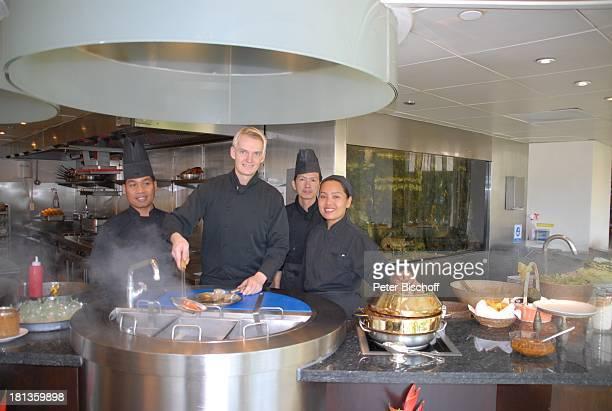Enrico Ingo Froehnel KüchenBelegschaft Koch Köchin Bangkok Thailand Asien Hotel The Oriental Küche kochen Speise Uniform Speisen kochen Herd Friteuse...