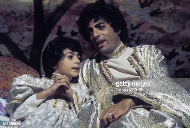 Enrico Macias avec son fils Jean-Claude, circa 1970, à Paris, France.