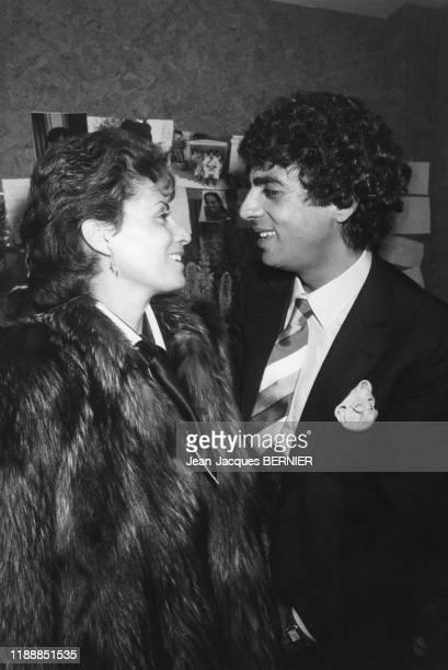 Enrico Macias et sa femme Suzy dans les coulisses de l'Olympia de Paris le 7 mars 1985 France