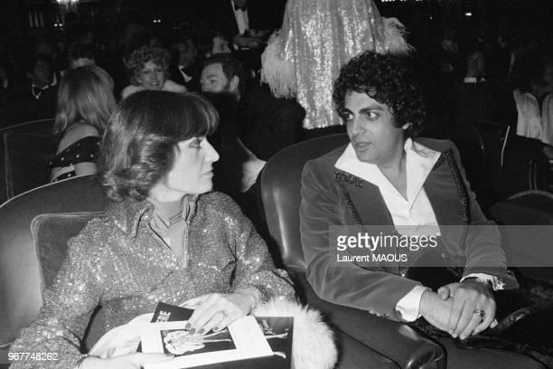 Enrico Macias et son épouse Suzy lors d'une première aux Folies Bergère le 25 mars 1977 à Paris France