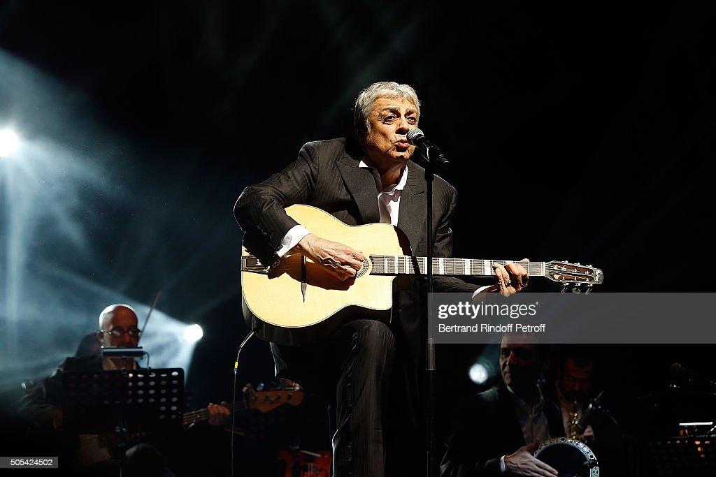 Enrico Macias Performs At L'Olympia in Paris : News Photo