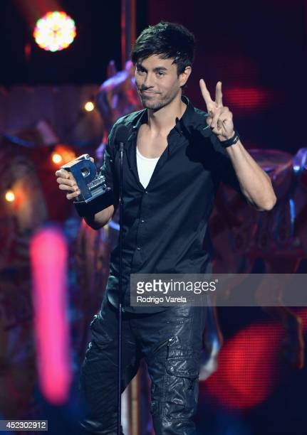 Enrique Iglesias accepts award onstage during the Premios Juventud 2014 at The BankUnited Center on July 17, 2014 in Coral Gables, Florida.