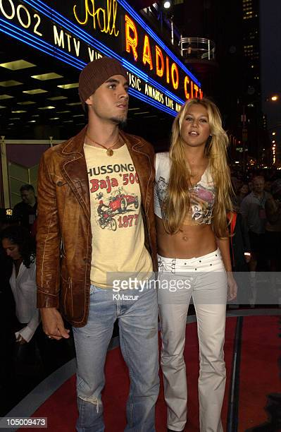Enrique Iglesias and Anna Kournikova during 2002 MTV Video Music Awards Arrivals at Radio City Music Hall in New York City New York United States