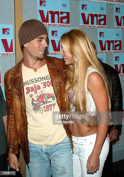 Enrique Iglesias and girlfriend Anna Kournikova arrive at the 2002 MTV Video Music Awards at Radio City Music Hall in New York City August 29 2002...