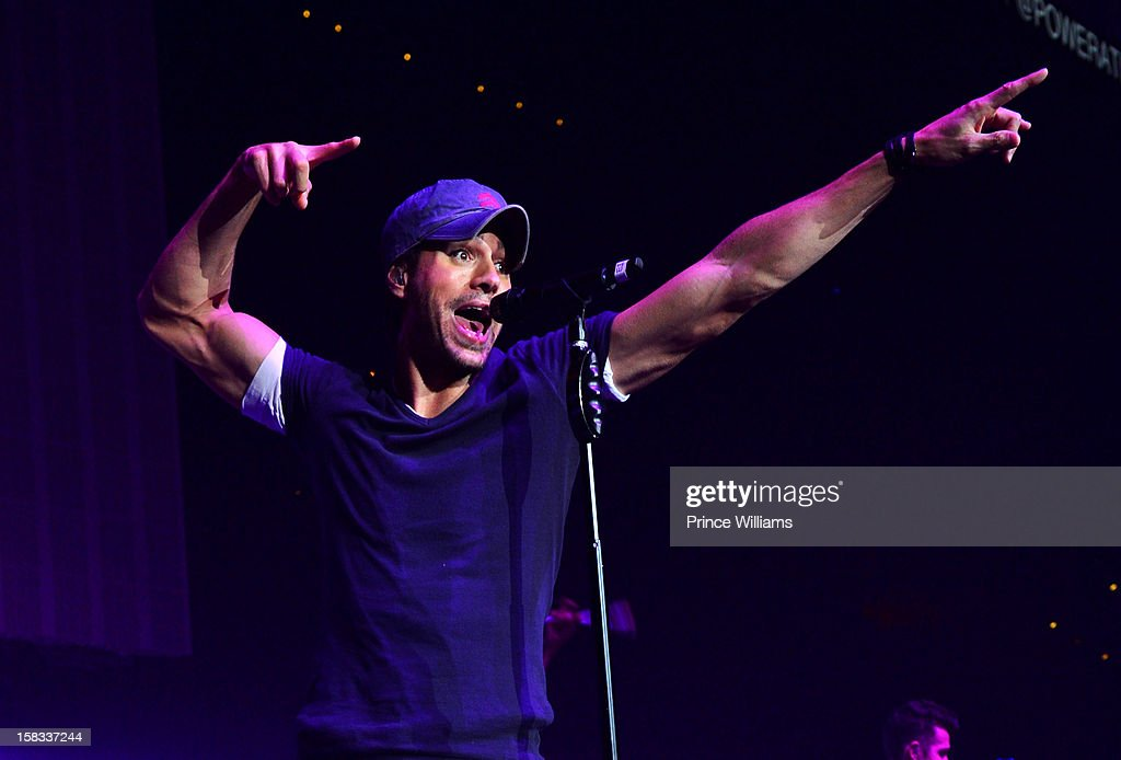 Enrique Iglesias performs during Power 96.1's Jingle Ball 2012 at Phillips Arena on December 12, 2012 in Atlanta, Georgia.