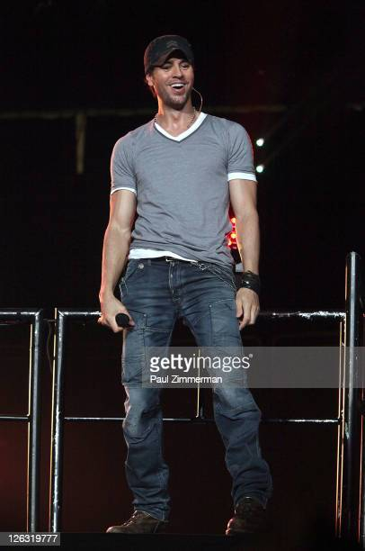 """Enrique Iglesias performs during the Enrique Iglesias 2011 """"Euphoria"""" tour at the Prudential Center on September 24, 2011 in Newark, New Jersey."""
