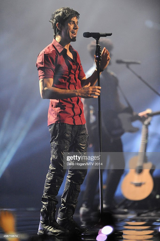 Enrique Iglesias performs on stage during the MTV EMA's 2014 at The Hydro on November 9, 2014 in Glasgow, Scotland.