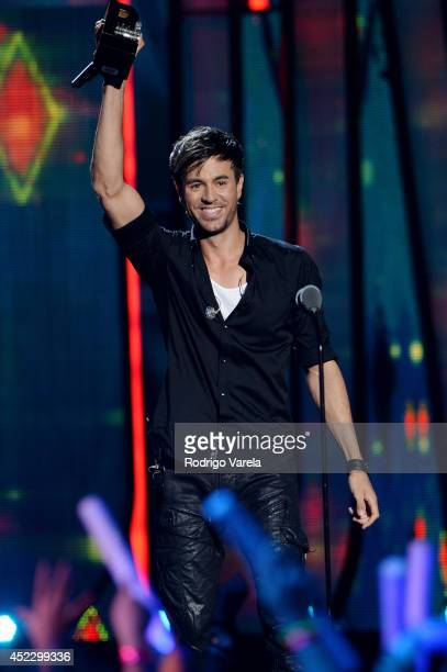 Enrique Iglesias performs onstage during the Premios Juventud 2014 at The BankUnited Center on July 17 2014 in Coral Gables Florida