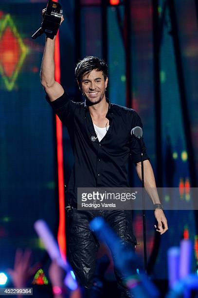 Enrique Iglesias performs onstage during the Premios Juventud 2014 at The BankUnited Center on July 17, 2014 in Coral Gables, Florida.
