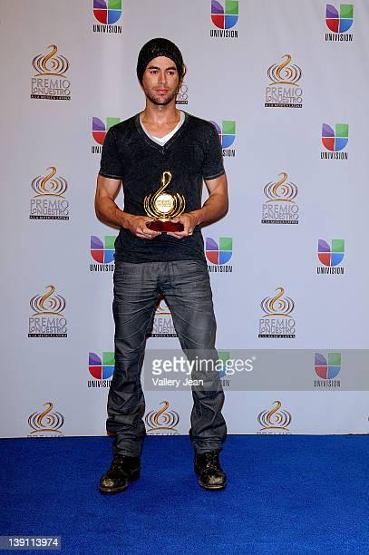 Enrique Iglesias poses backstage at the Premio Lo Nuestro a La Musica Latina at American Airlines Arena on February 16, 2012 in Miami, Florida.