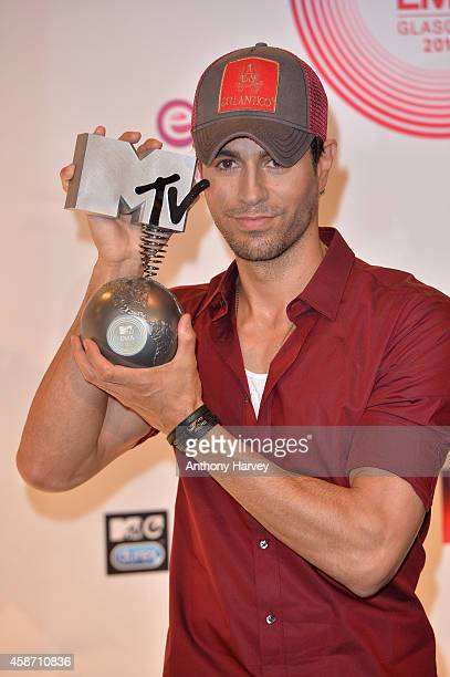 Enrique Iglesias poses in the winners room at the MTV EMA's 2014 after winning the Best World Stage award at The Hydro on November 9 2014 in Glasgow...