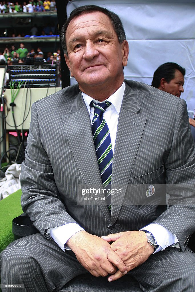 Enrique Meza, provisional coach of Mexico, during an International Friendly Match against Spain at Azteca stadium on August 11, 2010 in Mexico City.
