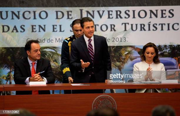 Enrique Pena Nieto Mexico's president center speaks about investment in the tourism sector while Alejandro Zozaya chief executive officer of Apple...