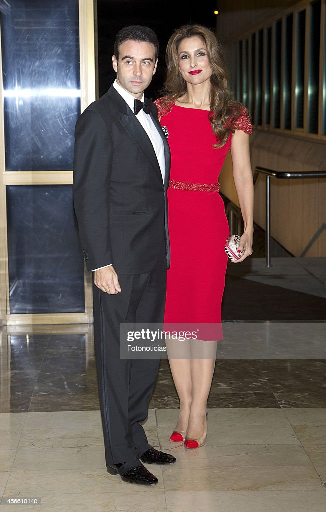 Enrique Ponce and Paloma Cuevas attend a dinner in honour of the 'Mariano de Cavia', 'Luca de Tena' and 'Mingote' awards winners at Casa de ABC on October 3, 2014 in Madrid, Spain.