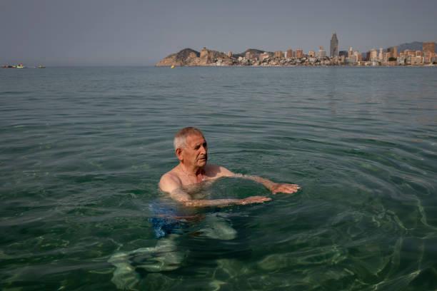 ESP: Covid-19: Vaccinated Spanish Seniors' Beach Road Trip