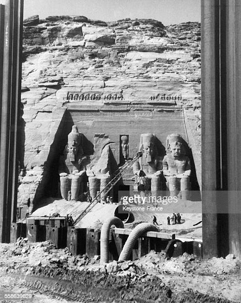 Ensablement de la facade du grand temple pour proteger les sculptures pendant les operations de decoupage lors des travaux réalisés sous le controle...