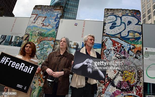 Ensaf Haidar wife of imprisoned Saudi blogger Raif Badawi US singersongwriter Patti Smith and director of the Tate Modern Chris Dercon pose for...