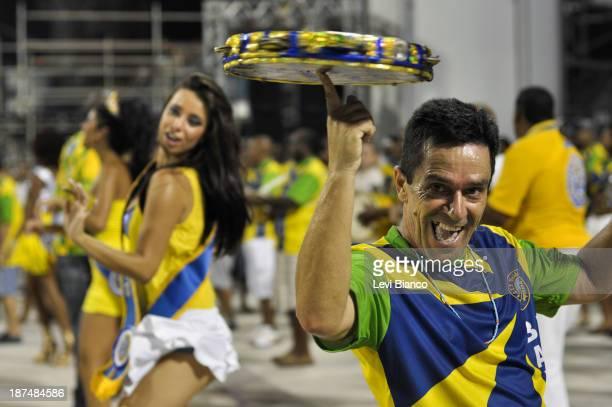CONTENT] Ensaio técnico da Escola de Samba Unidos do Peruche na preparação para o Carnavão de São Paulo realizado no Sambódromo do Anhembi |...