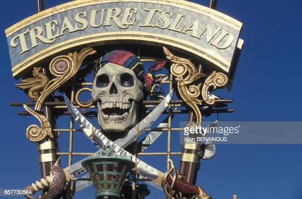 L'enseigne du complexe hotelier Treasure Island le 17 novembre 1993 a Las Vegas Nevada