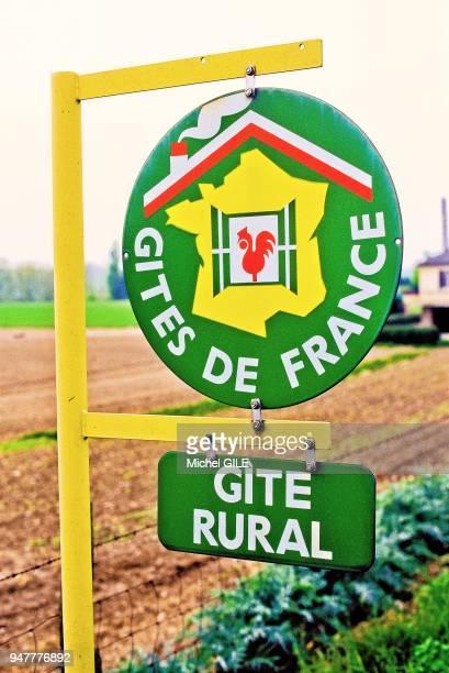 Enseigne informant gites de France et gite rural Sarthe France