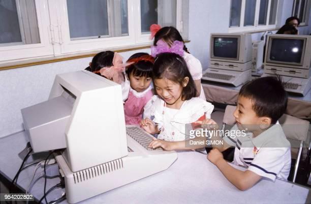 Enseignement de l'informatique dans une école à Pékin en mai 1986 Chine