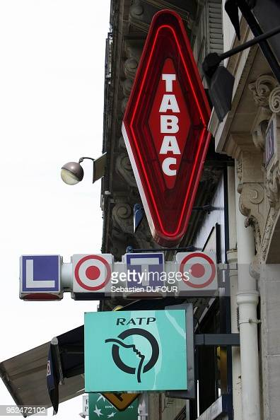 Enseignes d 39 un bureau de tabac depositaire de ratp et de la loterie news photo getty images - Enseigne bureau de tabac ...