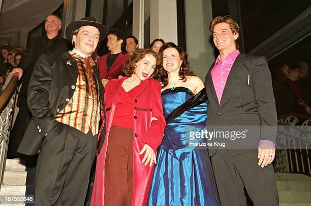 Andre Eisermann Janet Chvatal Christine Kaufmann Und Jan Amman Bei Der Premiere Des Musicals 'Ludwig 2' Im Festspielhaus In Neuschwanstein Am 110305