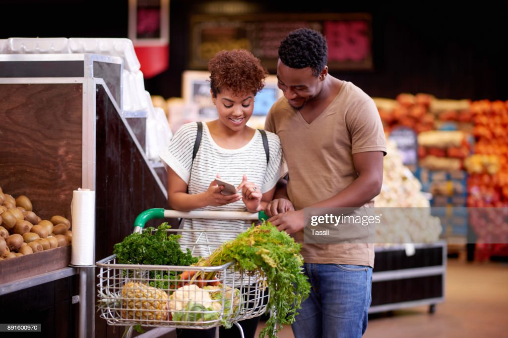 Ensuring they stay on track with their shopping budget : Stock Photo