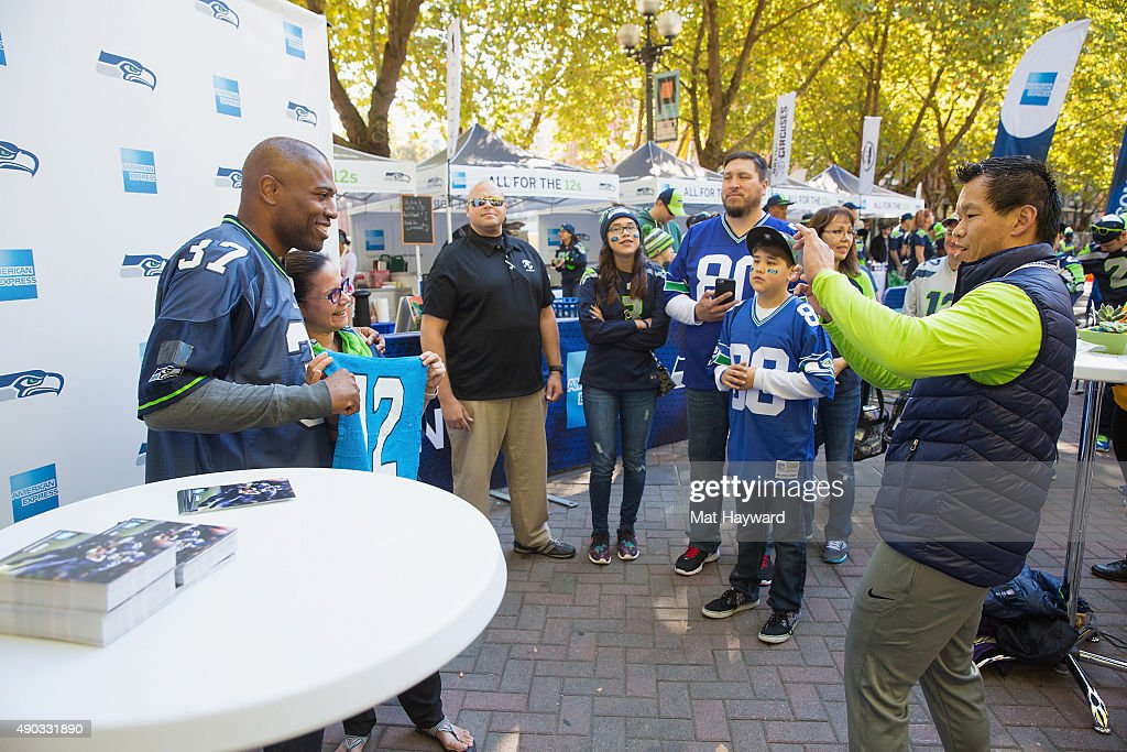 American Express Kicks-Off Their First Section 12 Pre-Seattle Seahawks Game Experience With Seahawks Legend Shaun Alexander : News Photo