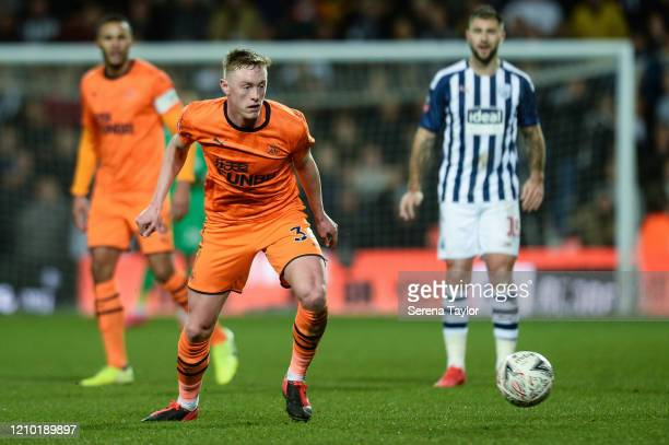 <enter caption here><> Sean Longstaff of Newcastle United FC controls the ball during the FA Cup Fifth Round match between West Bromwich Albion and...
