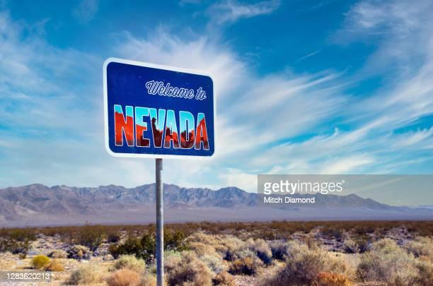 entering nevada sign - nevada stock-fotos und bilder