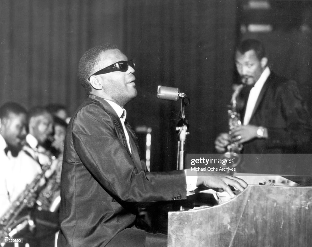 Ray Charles Performing : Nachrichtenfoto