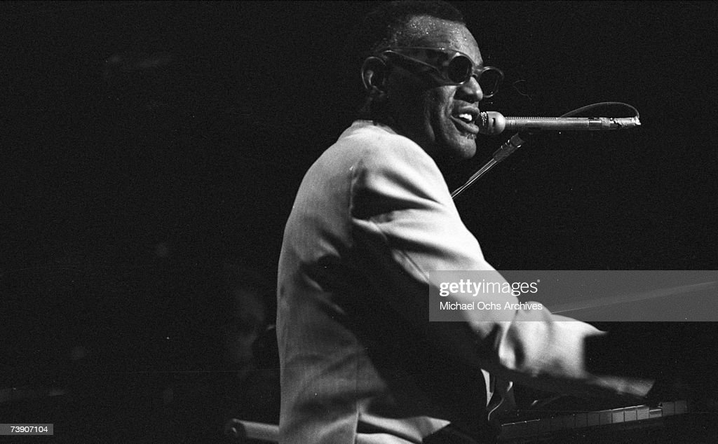 Ray Charles Performing : News Photo