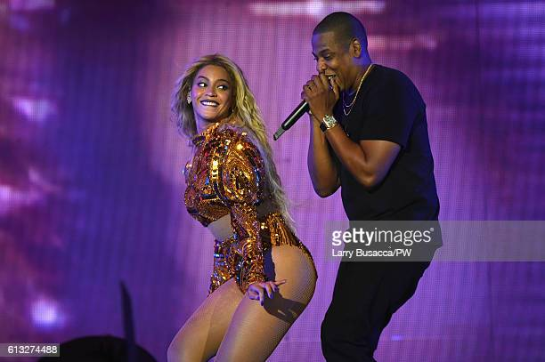 Entertainer Beyonce and Jay Z perform on stage during closing night of The Formation World Tour at MetLife Stadium on October 7 2016 in East...