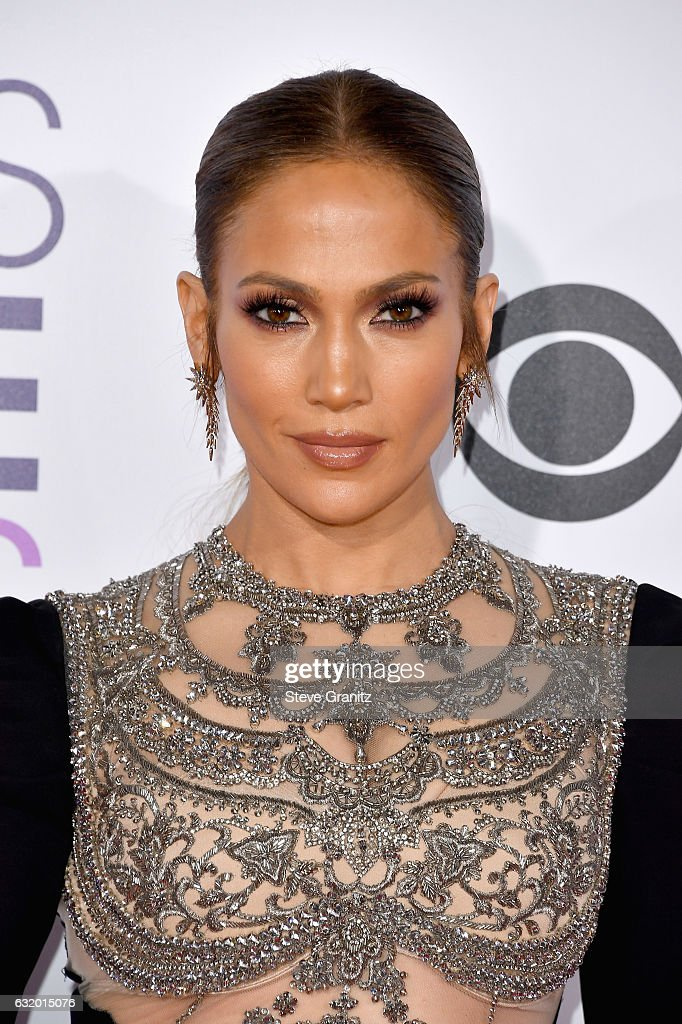 Entertainer Jennifer Lopez attends the People's Choice Awards 2017 at Microsoft Theater on January 18, 2017 in Los Angeles, California.