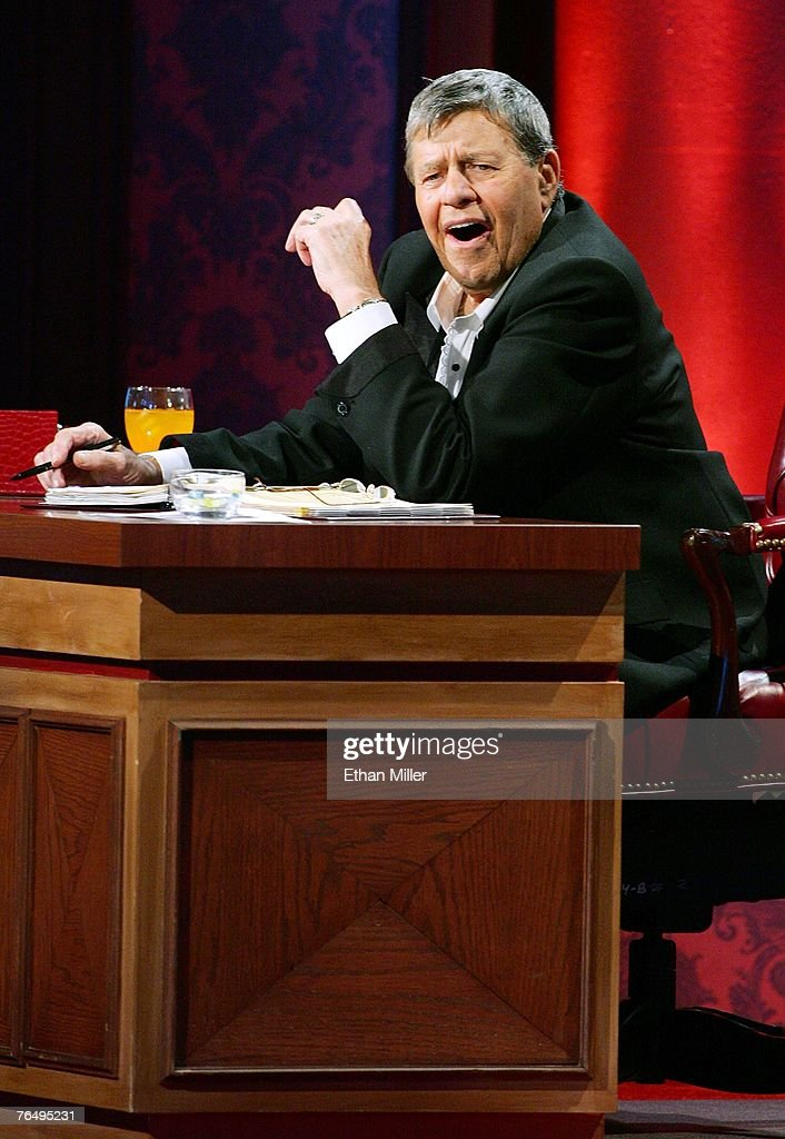 Jerry Lewis Labor Day Muscular Dystrophy Association Telethon : News Photo