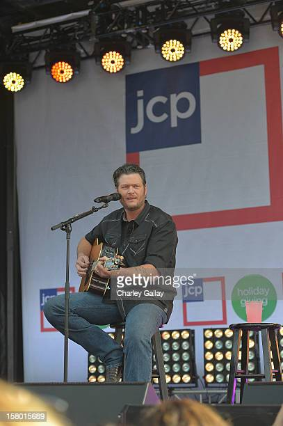 Entertainer of the Year and coach on NBC's hit TV show The Voice Blake Shelton performs at jcpenney at Westfield Culver City to wrap up the jcp...