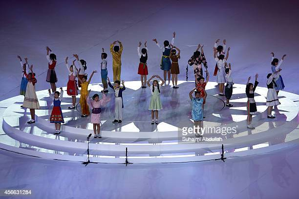 Entertainers perform on stage during the closing ceremony on day fifteen of the 2014 Asian Games at Incheon Asiad Main Stadium on October 4 2014 in...