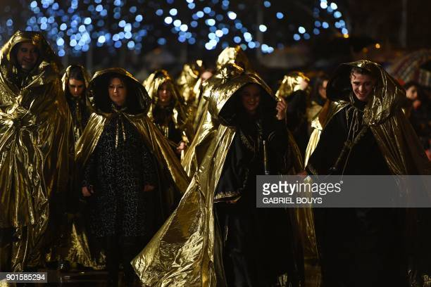 Entertainers take part in the traditional Three Kings parade marking Epiphany in Madrid on January 5 2018 / AFP PHOTO / GABRIEL BOUYS