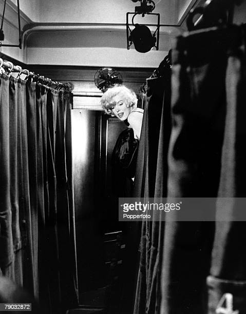 Entertainment Films USA Behind the scenes during the making of the comedy film Some Like it Hot Legendary actress Marilyn Monroe peeps out from the...