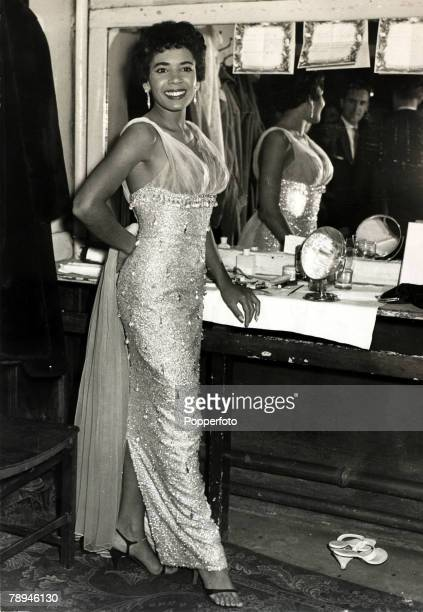 Entertainment / Music, Personalities, pic: May 1958, British singing star Shirley Bassey pictured in her dressing room at a London theatre, Shirley...