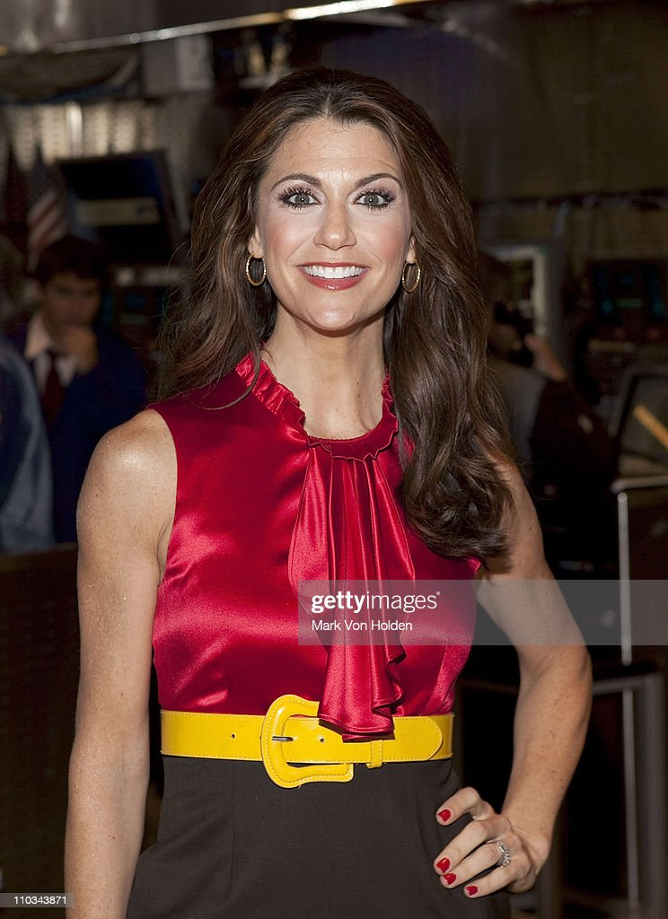 Samantha Harris Rings The NYSE Opening Bell - July 21, 2009 : Photo d'actualité