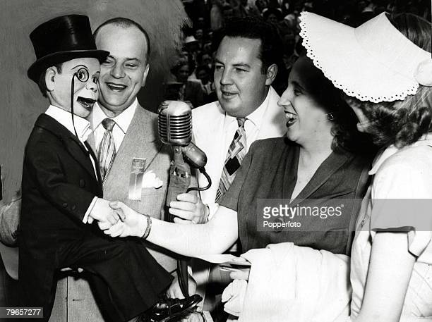 17th May 1948 Washington Edgar Bergen2nd left the ventriloquist with his stage dummy Charlie McCarthy with the compere Harry Wismer and 2nd right...
